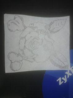 Sbuzzo notturno #tattoo #skull #bones #rose