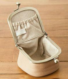 Crochet Purse Frame Bags 21 Ideas Source by and purses Pochette Diy, Sacs Tote Bags, Diy Bags Purses, Gucci Purses, Coin Purses, Frame Purse, Purse Patterns, Fabric Bags, Crochet Purses