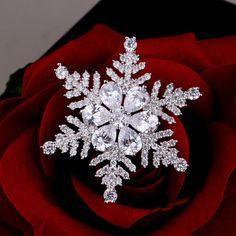 CHRISTMAS-CRYSTAL-SNOWFLAKE-BROOCH-PIN-PENDANT-MADE-WITH-SWAROVSKI-ELEMENTS