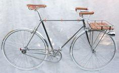 Un superbe vélo porteur chromé