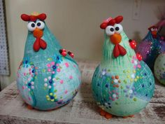 23 Clever DIY Christmas Decoration Ideas By Crafty Panda Paper Mache Projects, Paper Mache Crafts, Craft Projects, Chicken Crafts, Chicken Art, Fun Crafts, Diy And Crafts, Paper Mache Animals, Gourds Birdhouse