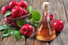 WEIGHT LOSS can be aided by taking apple cider vinegar an adding it to your diet plan. But how do you take apple cider vinegar? Drink Apple Cider Vinegar For Weight Loss Apple Cider Vinegar Remedies, Apple Cider Vinegar Benefits, Apple Vinegar, Vinegar For Acne, Vinegar Hair, Vinegar Detox Drink, Drinking Vinegar, Apple Health Benefits, Oil Benefits