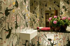 This is powder-room heaven for this monkey lover!   {wall paper by de Gournay (Deco Monkeys)} Design :: Miles Redd