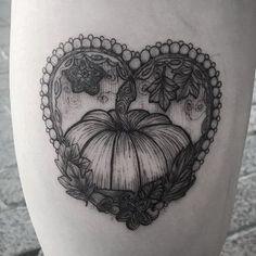 Pumpkin tattoo by brionyvictoriatattoo Body Art Tattoos, Hand Tattoos, Cool Tattoos, Tattoo Ink, Tatoos, Japanese Sleeve Tattoos, Full Sleeve Tattoos, Pumpkin Tattoo, Autumn Tattoo