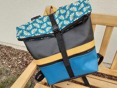 Sac à dos Troïka en similis bleu et noir et motifs éventails cousu par Cyrielle - Patron Sacôtin