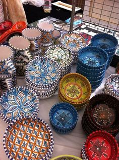 Handmade, hand painted Tunisian pottery, including hand painted decorative plates, serving platters, ceramic bowls, ceramic pitchers, coffee mugs and more .