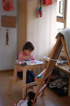 Schudky z IKEA jako zidlicka se stolkem v jednom, treba pro maleho umelce