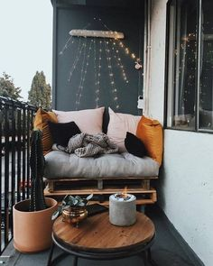 10 Small Balcony Decor Ideas Here are 10 small balcony decor inspiration and ideas that'll open your eyes to the possibilities of this amazing unt. - - 10 Small Balcony Decor Ideas Here are 10 small balcony decor inspiration and ideas that'll open Small Balcony Garden, Small Balcony Decor, Outdoor Balcony, Small Patio, Outdoor Decor, Balcony Ideas, Patio Table, Backyard Patio, Patio Ideas