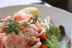 Shrimp Louie is another salad that I first learned about during visits to Castagnola's Lobster House in Santa Barbara. The salad is simple to prepare, cool, crunchy, and very satisfying. Asia Salat, Lobster House, Belgian Food, Diet Plans To Lose Weight Fast, Most Delicious Recipe, Best Diet Plan, Frugal Meals, Healthy Living Tips, What To Cook