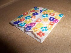 Tarjeta-sobre con mensaje, papel pergamino reciclado.