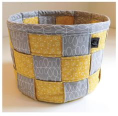 Sewing Bags Yellow and gray patchwork DIY fabric basket from Secret Garden Quilting - When you browse online, what catches your eye? Beautifully crafted DIY fabric baskets stop me in my tracks. NOW 17 homemade fabric baskets here to see! Sewing Projects For Beginners, Sewing Tutorials, Sewing Hacks, Sewing Crafts, Sewing Tips, Diy Projects, Crafts To Sew, Easy Crafts, Sewing Patterns Free
