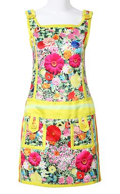 very retro apron dress design with a new, photorealistic floral print - a fun way to combine trends