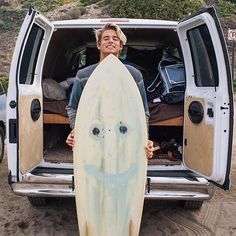 dave with surf board infront of a van. Surfer Boys, Surfer Dude, Beautiful Boys, Pretty Boys, Häkelanleitung Baby, Crochet Pattern Free, Jandy Nelson, Raining Men, Surfs Up