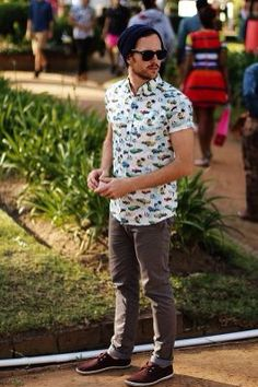 Printed shirts are very much in trend, especially in summer seasons. So, here are some Stylish Printed Shirts Outfit Ideas For Men which you can try and get Look Fashion, 90s Fashion, Trendy Fashion, Fashion Tips, Fashion Trends, Men Hipster Fashion, Fashion Check, Fashion 2014, Cheap Fashion