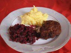 tradycyjny zestaw ziemniaki, mielony oraz buraczki. Smacznego! Poland Country, Good Old Times, Grandmothers, Retro, Childhood, Beef, Cooking, Ethnic Recipes, Food