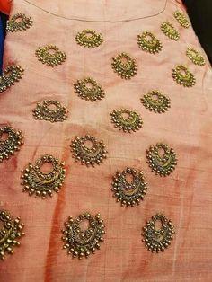 Zardosi Embroidery, Embroidery On Kurtis, Kurti Embroidery Design, Embroidery Works, Embroidery Motifs, Embroidery Suits, Indian Embroidery, Hand Embroidery Designs, Beaded Embroidery