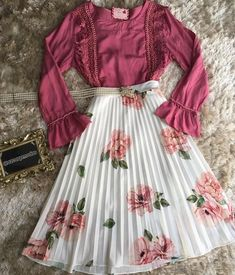mai aisaa nai bol raha hu mai kiska liya wait nai kar na wala hu safina hardikaa vho ihm mai girls kaisa hoti hai mast mast ati hai na Modest Dresses, Modest Outfits, Classy Outfits, Casual Dresses, Teen Fashion Outfits, Cute Fashion, Modest Fashion, Fashion Dresses, Cute Skirt Outfits