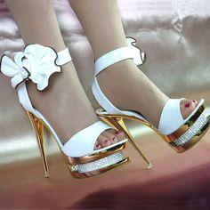 Nouvelle couleur blanche princesse, pompes chaussures de mariage super sexy dame. talons hauts open toe chaussures de soirée ronde. orteil. bottines. courroie des sandales