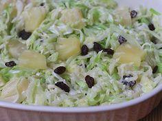 Ensalada de Repollo y Piña www.antojandoando.com Different Salads, Avocado Pasta, Vegan Menu, Colombian Food, Good Food, Yummy Food, Cooking Recipes, Healthy Recipes, Drinks Alcohol Recipes