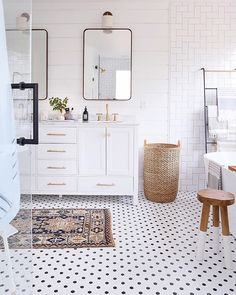 Check out a number of master bathroom styles as you dream up your very own master bathroom renovations. Tips, tricks, and a lot of fresh, fun, and functional master bathroom design a few ideas have reached your fingertips. Interior Modern, Scandinavian Interior, Decor Interior Design, Interior Decorating, Bohemian Interior, Interior Paint, Decorating Bathrooms, Simple Interior, Interior Colors