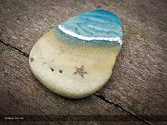 Litocéano 02 - Painted rock with relief by Barbara Din #painted #rock #art - https://www.facebook.com/BarbaraDinArt/