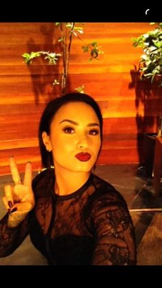 Demi Lovato performing Stone Cold and being interviewed on the Ellen DeGeneres on NBC