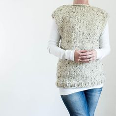 Grab this FREE Thick & Quick Top Knitting Pattern! It's a super bulky & super easy fall sweater knitting pattern for BEGINNERS. Knit Vest Pattern, Sweater Knitting Patterns, Easy Knitting, Loom Knitting, Knit Patterns, Knitting Sweaters, Knitting Needles, Super Bulky Yarn, Quick Knits