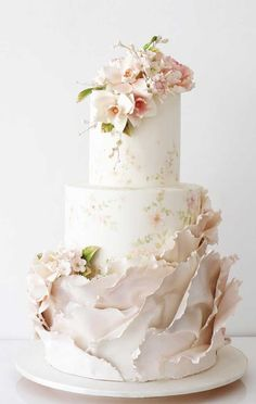 79 wedding cakes that are really pretty! - 79 wedding cakes that are really pretty! Pretty Wedding Cakes, Black Wedding Cakes, Unique Wedding Cakes, Wedding Cake Designs, Wedding Desserts, Pretty Cakes, Beautiful Cakes, Wedding Cake Gold, Wedding Cake Flowers