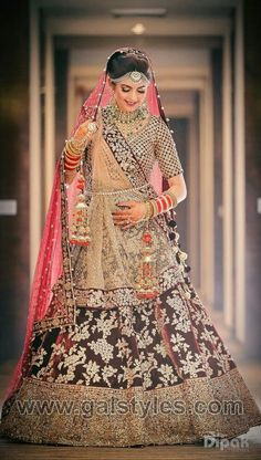 With the summer season rolling up its sleeves, new trends are blossoming under the sun. If you're getting married this year, take a look at these the latest bridal makeup trends so you can look your best! Indian Bridal Photos, Indian Bridal Outfits, Indian Bridal Fashion, Indian Bridal Wear, Indian Dresses, Bridal Dresses, Wedding Dress, Girls Dresses, Designer Bridal Lehenga