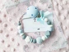 Schnullerkette ohne Name in blau Pearl Necklace, Pearls, Instagram, Blue, String Of Pearls, Beads, Pearl Necklaces, Gemstones, Pearl