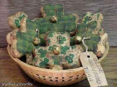 Primitive Irish Shamrocks Gaelic Irish Sayings Tucks Bowl Filler Ornies Pattern Primitive Patterns, Primitive Crafts, St Paddys Day, St Patricks Day, St Patrick's Day Decorations, St Patrick's Day Crafts, Small Sewing Projects, Bowl Fillers, Spring Crafts