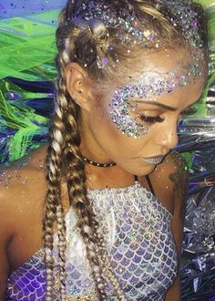 More halloween makeup glitter, mermaid halloween makeup, glitter face makeup, mermaid costume makeup Festival Looks, Rave Festival, Music Festival Makeup, Winter Festival, Coachella Festival, Festival Style, Festival Makeup Glitter, Glitter Party, Festival Glitter Ideas