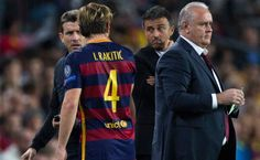Rakitic sufre una lesión muscular y es duda para el Clásico - El centrocampista croata Ivan Rakitic sufrió una lesión muscular este miércoles durante el partido de Liga de Campeones que el Barcelona ganó al B...