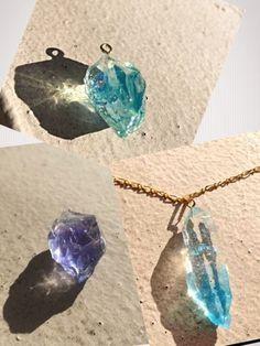 こちらは鉱石風レジンをネックレスに加工したもの。涼しげな透明感が夏にぴったりのアイテムです。