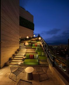 On the roof of this residential tower in Hong Kong, there's the grand staircase that leads to the upper floor of the clubhouse. The stairs, with hidden lighting, also have multiple seating areas available as you climb the stairs. Rooftop Design, Rooftop Terrace, Casas Club, Clubhouse Design, Casa Top, Terrasse Design, Grand Staircase, Exterior Lighting, Lounges