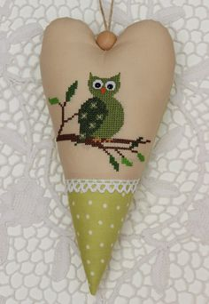 http://germandesigns.blogspot.com/2013/04/a-small-owl-from-christiane-dahlbeck.html