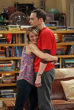 Penny (Kaley Cuoco) and Sheldon (Jim Parsons) ~ The Big Bang Theory ~ Episode Scenes ~ Season Episode 1 - The Hofstadter Insufficiency Leonard Hofstadter, Best Tv Shows, Favorite Tv Shows, Favorite Things, Bigbang, The Big Bang Therory, Tbbt, Penny And Sheldon, The Big Theory