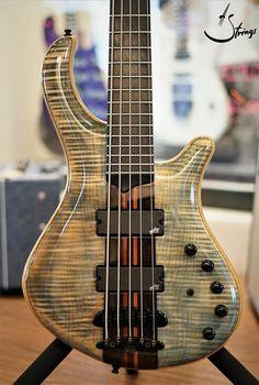 Custom Bass Guitar, Guitar Shop, Cool Guitar, Fender Jazz Bass, Bass Guitars, I Love Bass, Types Of Guitar, Guitar Photos, Unique Guitars