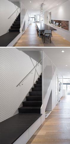 Treppen Design Ideen dieses Haus verfügt über drei versteckten Schubladen befindet sich unter dem Treppenpodest, die perfekt zur Aufbewahrung von Schuhen und Hundespielzeug sind.