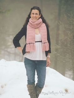 The free La Vie en Rose ladies scarf pattern is simple and easy to crochet, and the special finishing details really bring this piece to the next level!
