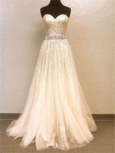 just love how beautiful and simple this dress is.
