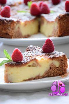 Este bizcocho de crema me encanta, ya lo tengo publicado hace cinco o seis años en esta entrada, pero quería volver a ponerlo, y dejaros la foto del corte e intentar convenceros para que la hagáis.… Brownie Desserts, Cheesecake Desserts, No Bake Desserts, Just Desserts, Bread Cake, Pie Cake, Sweets Cake, Cupcake Cakes, Cupcakes