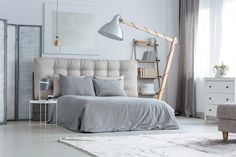 Home Interior Salas Gray is the New Black. Get Inspired By These 100 Gray Bedroom Designs! Interior Salas Gray is the New Black. Get Inspired By These 100 Gray Bedroom Designs! Cheap Office Decor, Stylish Home Decor, Unique Home Decor, Cheap Home Decor, Grey Bedroom Design, Gray Bedroom, Bedroom Decor, Bedroom Designs, Bedroom Ideas