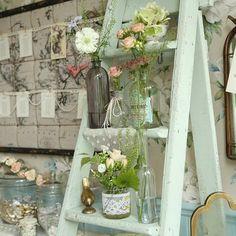 Might be cool on the porch. Vintage Ladder, Vintage Props, Vintage Frames, Vintage Table, Wedding Props, Wedding Favours, Wedding Venues, Wedding Ceremony, Wedding Stuff