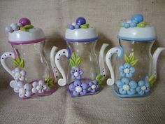 Frascos decorados Clay Jar, Clay Mugs, Fimo Clay, Polymer Clay Art, Mason Jar Crafts, Bottle Crafts, Mason Jars, Hobbies And Crafts, Diy And Crafts