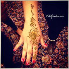 Simple henna design for the top of the hand - perfect for a henna party #kellycaroline #henna #art #artist #michigan #hennapro #flower #flowers #mehndi #mehendi #india #hennas #organic #party #manicure #tattoo #tattoos #tattoodesign #design #vines #red #rrr #naturalhenna #hennalife #hennaart