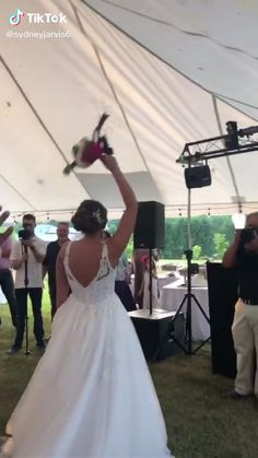 Lake Pictures Discover this bride who shared her big day to pull off this amazing surprise. Sad Love Stories, Happy Stories, Touching Stories, Sweet Stories, Cute Stories, Love Story, Funny Short Videos, Funny Video Memes, Funny Relatable Memes