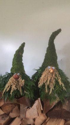 Wooden Christmas Decorations, Modern Christmas Decor, Christmas Centerpieces, Holiday Decor, Christmas Gnome, Christmas Wreaths, Xmas, Christmas Ornaments, Christmas Flower Arrangements