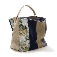 Love the way the handle attaches to the bag! Sacs Tote Bags, Tote Purse, Clutch Bag, Patchwork Bags, Quilted Bag, Handmade Handbags, Handmade Bags, Handmade Bracelets, My Bags