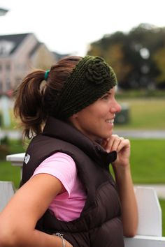 cut head band and vest for running Head Wraps, Cool Pictures, Winter Hats, Diy Crafts, Running, Photo And Video, Trending Outfits, Crochet, Cute